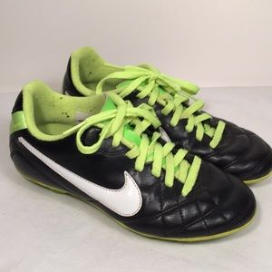 Youth Nike Tiempo Soccer Cleats Size 2Y Unisex